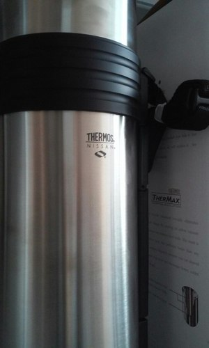 Фото: Термос Thermos Nissan Beverage Bottle with Folding Handle 1,8L уценка